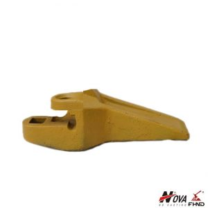 John Deere Standard Bolt-On Corner Right-Hand Tooth AT121475